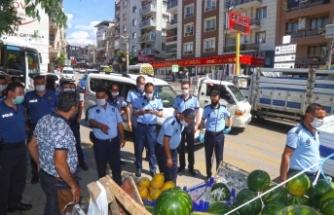 Karabağlar'da seyyar satıcılarla mücadele sürüyor!