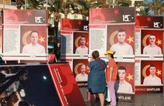 """İzmir'de """"15 Temmuz Demokrasi Sergisi"""" açıldı"""