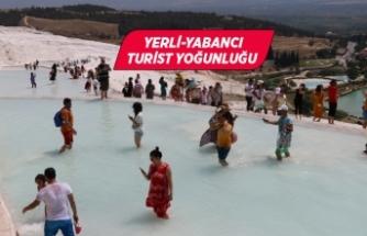 Pamukkale'de hafta sonu ziyaretçi yoğunluğu