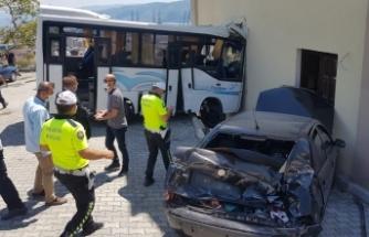 Askerleri taşıyan midibüs kaza yaptı: Çok sayıda yaralı var