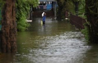 Asya'da muson yağmurlarından binlerce kişi hayatını kaybetti
