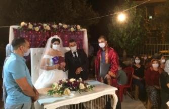 Beydağ Belediyesi'nden yeni evlenen çiftlere İstanbul Sözleşmesi kitapçığı