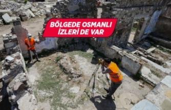 """İzmir'de Antik Çağ'dan kalma """"gymnasium"""" kalıntılarına ulaşıldı"""