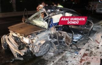 İzmir'de otomobil üst geçide çarptı: 1'i ağır 3 yaralı