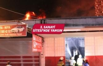 İzmir'de sanayide çıkan yangın hasara neden oldu