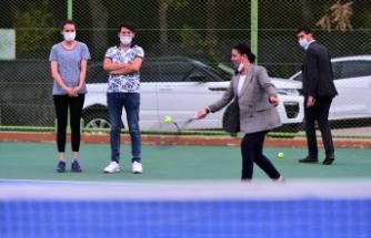 """Uşak'ta """"Zafer Tenis Turnuvası"""" başladı"""