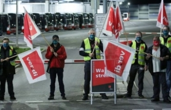Almanya'da toplu taşıma çalışanları greve gitti