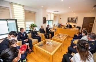 İtfaiyeciler Başkan Soyer'i ziyaret etti