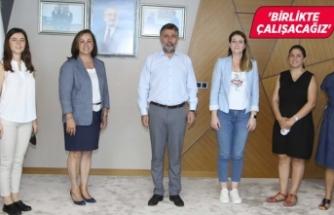 """Sandal, """"Bayraklı İzmir'in kalbi, göz bebeği..."""""""