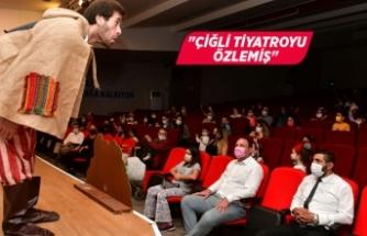 """Çiğli'de miniklere """"sosyal mesafeli"""" tiyatro"""