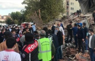 Depremde yıkılan 7 katlı binadan yaralılar kurtarıldı