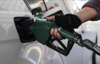 Benzine 37 kuruş zam: 7 lirayı aştı
