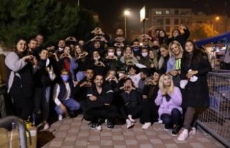 """""""İyilik Takipçileri"""" İzmir'de 63 aileye kira desteğinde bulundu"""