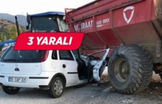 İzmir'de traktör ile otomobil çarpıştı