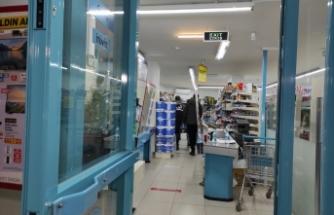 Kadıköy'de bir market bıçak tehdidiyle soyuldu