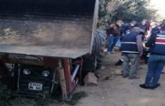 Traktörün altında kalan çiftçi yaralandı