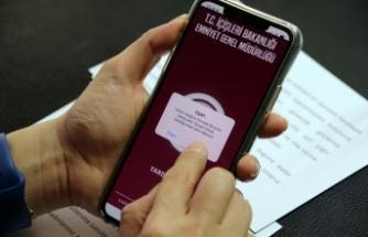 Uşak Valisi Funda Kocabıyık, KADES mobil uygulamasını tanıttı