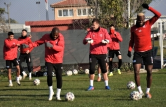Balıkesirspor'da 14 futbolcunun karantinaları sürüyor