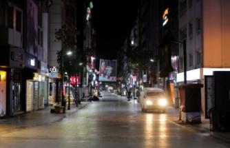 İzmir'de kısıtlamanın ardından cadde ve sokaklar sessizliğe büründü
