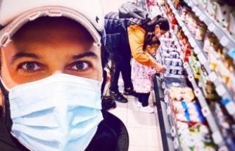 Tarkan ailesiyle markette