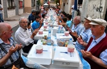 İzmir'de 'sokak iftarı'