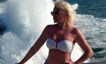 Ajda Pekkan'dan bikinili poz