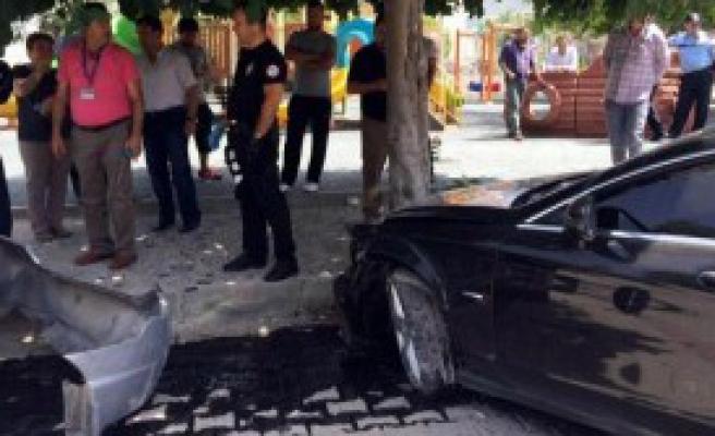 Otomobilden Silah Ve Uyuşturucu Çıktı