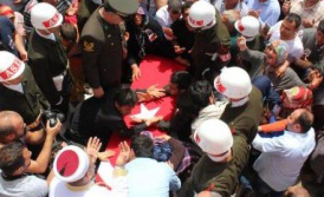 Şehit'i 10 Bin Kişi Uğurladı