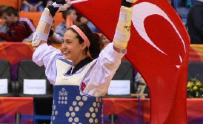 Milli Tekvandocu İrem Yaman Dünya Şampiyonu Oldu