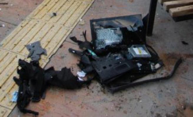 Şüpheli Çantadan Laptop Çıktı