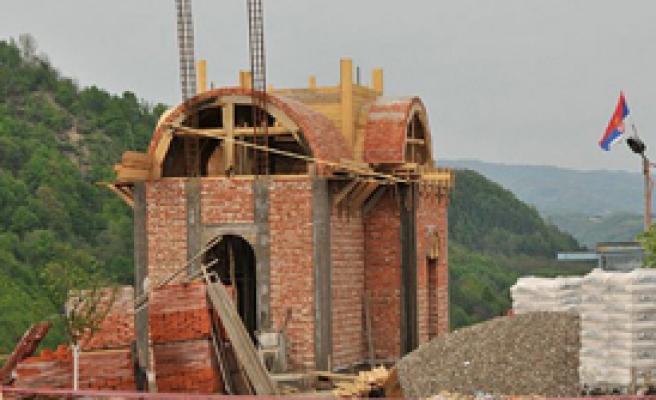 Sırplar Şehitliğe Kilise Konusunda Israrlı