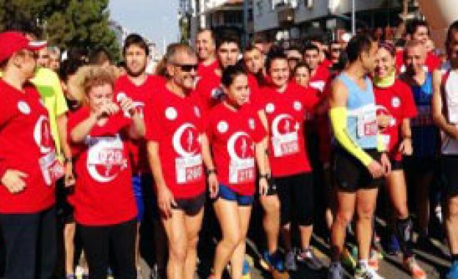 İzmir'de 'Ata'ya Saygı' Koşusu