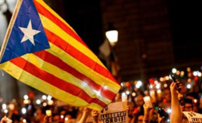 Katalonya Bağımsızlığını İlan Etti