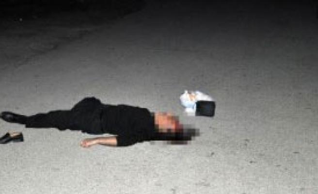 Sokakta Durdurduğu Eski Eniştesini Öldürdü