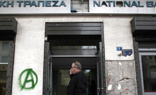 Yunanlılar Bankalara Hücum Etti