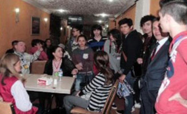 İtalyan Öğrenciler Hamur Açtı