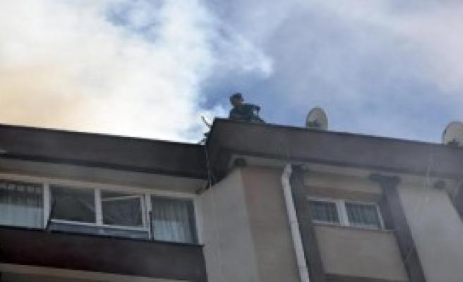 10 Katlı Apartmanda Korkutan Yangın