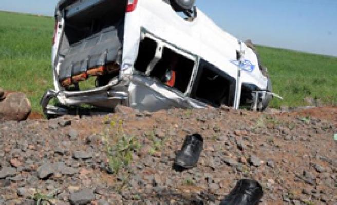İşçi Minibüsü Devrildi: 2 Ölü, 7 Yaralı