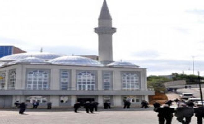 BEÜ'de Yaptırılan Cami İbadete Açıldı