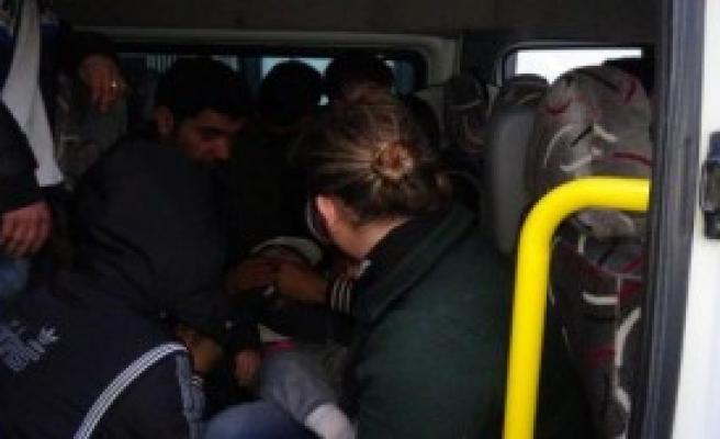 14 Kişilik Araçtan 40 Suriyeli Çıktı