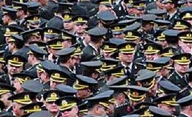 Eşi Başörtülü Subaya Generallik Yolu