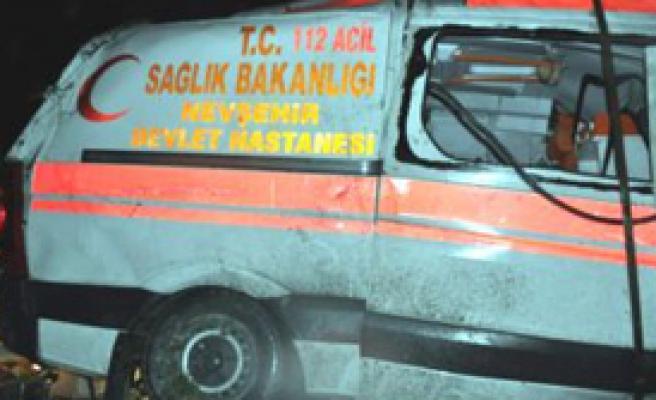 Hasta Taşıyan Ambulans Devrildi Refakatçi Öldü