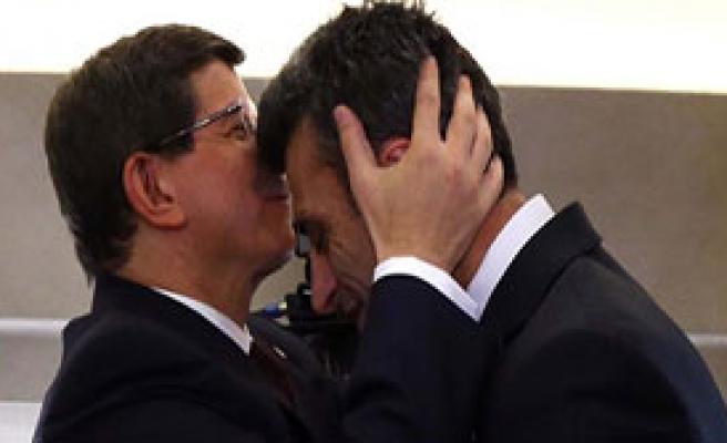 Başbakan Alnından Öptü