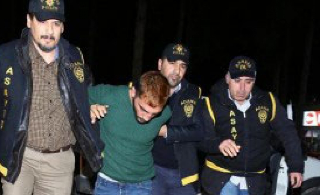 Kuyumcu Soyguncusunu Linçten Polis Kurtardı