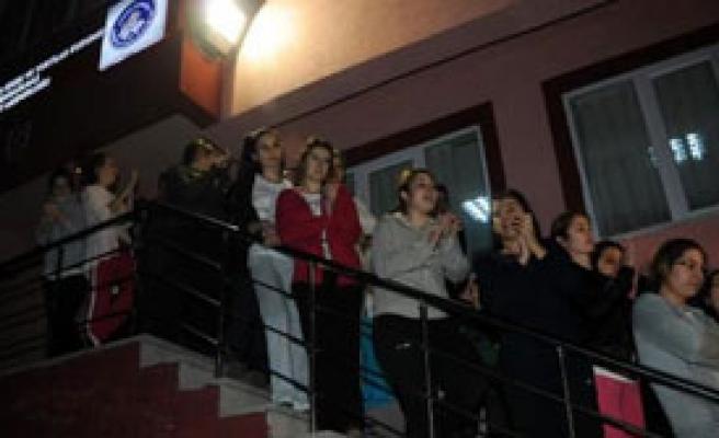 Öğrencilerden Pijamalı Protesto