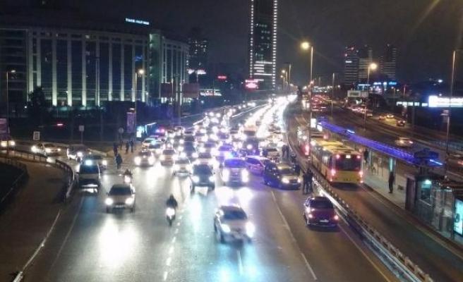 D-100'de zincirleme trafik kazası: 4 yaralı