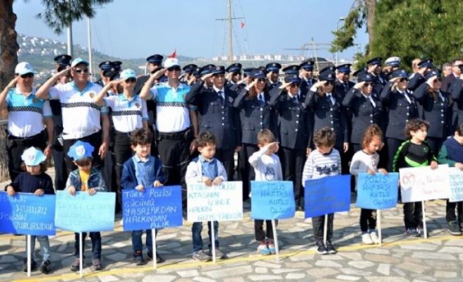 Foça'da Polis Haftası için kutlama
