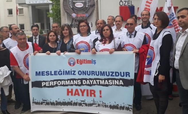 İzmir'de eğitimciler eylemde