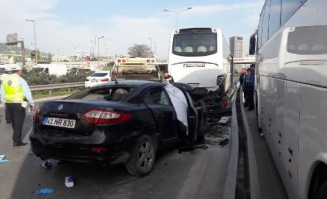 Kartal'da feci kaza; 4 ölü 1 yaralı