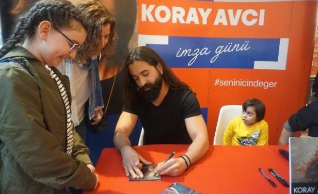 Koray Avcı yeni albümünü imzaladı